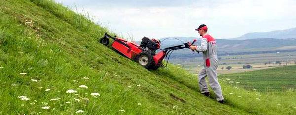 Zahradn� traktory, bubnov� seka�ky, �t�pa�ky d�eva